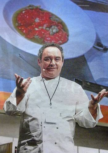 El gran Chef Ferràn Adrià haciendo una de las ponencias y demostraciones técnicas