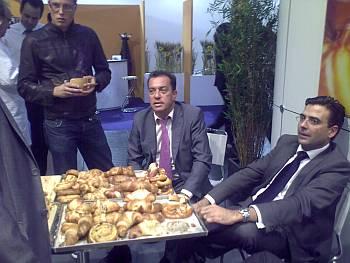 Sr. Harry Alfonso de Compañía Pan de Molde de los Compadres de Santa Cruz de Tenerife y Sr. Pinilla, Director Comercial de Ferré & Consulting Group (izda)después de una demostración del Vacuum Cooling System