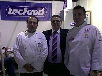 Sr. Fernando, de Tecfood (izda), Sr. Juan Gómez, Jefe de ventas de Tecfood (central) y Sr. Sergi Vela, Maestro Pastelero, el cual fue galardonado por la Fundación Livania.