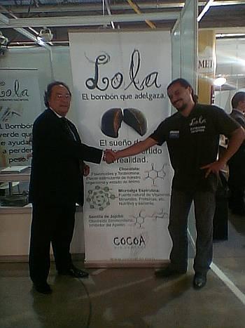 Sr Ferré y el Sr. Yañez Socio Fundador de Disnatural que distribuye a bombones LOLA diseñados por el Sr Juan Lambert maestro chocolatier.