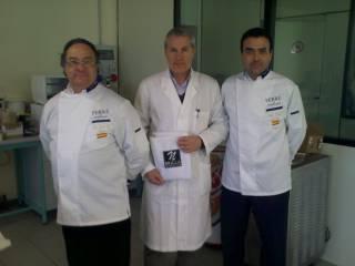 Izquierda, Sr. Ferré, Director General de Ferré & Consulting Group, centro, Técnico de Brilla, derecha, Sr. Pinilla, Director Comercial de Ferré & Consulting Group
