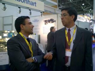 Izquierda, el Sr. Pinilla, Director Comercial de F&CG, derecha, Sr. Gerardo Manuel Sánchez, Director Operativo de Operaciones de Bimbo México.