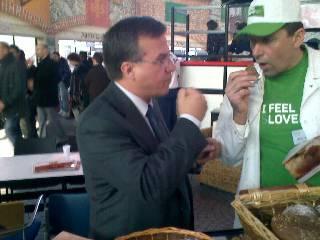 Izquierda Sr. Carlos Bernabé Marqués, Gerente de Indespan España, el cual estaba haciendo unas jornadas técnicas de panes especiales