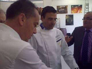 Sr. Pinilla junto a los clientes Sr. Harry Alfonso y Sr. J. Domingo de las Industrias Canarias, Sta Cruz de Tenerife, Los Compadres