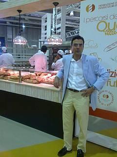 Sr. Pinilla, Director Comercial de Ferré & Consulting Group, durante la feria SIAB 2010, dedicada a las Artes Blancas, pastelería, pizza y pasta