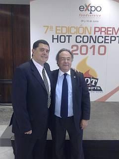 Izquierda Sr. Mario Cañizal, Editor asociado de Restauraciones News, derecha, Sr. José Ramón Ferré, Director General de Ferré & Conulting Group