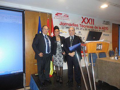 De izquierda a derecha, el Dr. Ing. José R. Ferré, Presidente de Ferré & Consulting Group, junto a la Sra. Concha Collar, de IATA-CSIC y al Sr. José Mª Basanta, de la empresa CGLA, del grupo LESAFFRE.