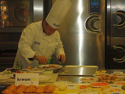 Presentació y test de la nueva línea Kreamfill, de Tecfood. Momento de creatividad por el Profesor-Chef-Consultor Sr. Jordi Bernis, de la compañía Ferré & Consulting Group