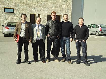 Don Andrés Cortijos, Director de producción y mantenimiento de Turrones El Lobo 1880 (izda),  Don José R. Ferré, Presidente de Ferré & Consulting Group y Sres. Polo, de la empresa Fartons Polo (dcha).