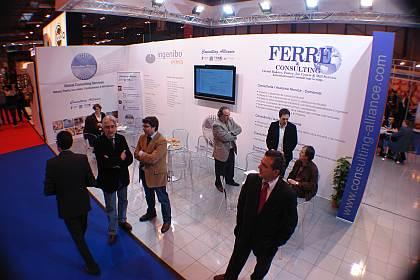 Vista general del stand del Consulting Alliance Holding, con parte de su equipo, en Intersicop 2011, Ifema.