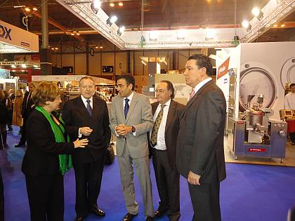 De derecha a izquierda: Don Alfonso de Borbón, Director de Certámenes, en Ifema, el Sr. José R. Ferré, Presidente de Ferré & Consulting Group (Consulting Alliance Holding), el Sr. Diego Pinilla, Director Comercial de Ferré & Consulting Group (Consulting Alliance Holding) y Don José María Álvarez del Manzano.