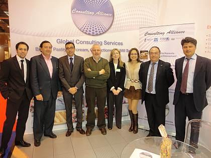 Parte del equipo de Ferré & Consulting Group (Consulting Alliance Holding) junto al Sr. Francisco Javier Leán, Director General de Frumen (segundo de la izquierda) y al Sr. Juan Ruiz, Gerente de Cuentas-Ingeniero Industrial de Asesoría I+D+I (Consulting Alliance Holding) (primero de la derecha).
