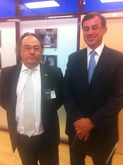El Sr. Antonio Quero, Instrumentos Financieros Innovadores de la Comisión Europea (dcha) junto al Sr. José R. Ferré, Presidente de Ferré & Consulting Group (izda), durante las jornadas de European Enterprise Forum 2011.