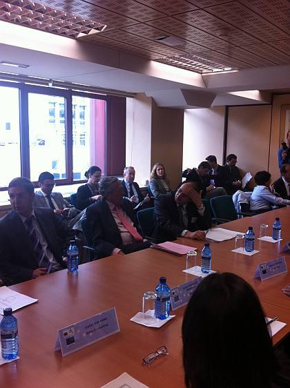 Instante de una de las mesas de trabajo, durante el Forum Europeo, con la intervención del Sr. Diego Pinilla, Director Comercial de Ferré & Consulting Group.