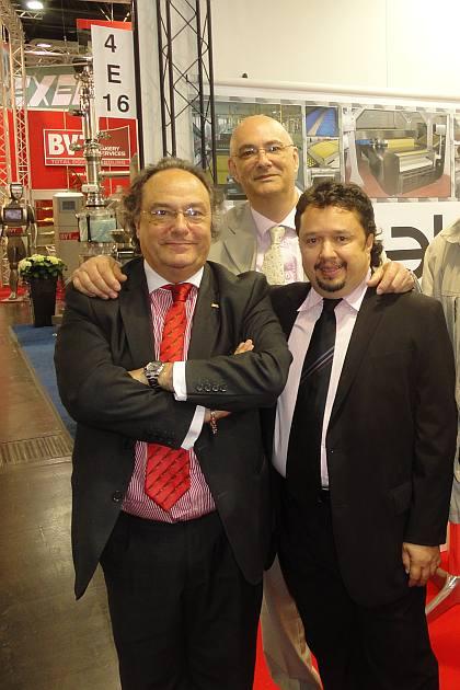El Sr. Gonzalo Martínez, Ingeniero Industrial en galleteria (dcha), junto al Sr. Paolo Andreis, General Manager de V Bake s.r.l. (centro) y al Sr. José R. Ferré, Presidente de Ferré & Consulting Group, durante su encuentro en la Feria Interpack 2011