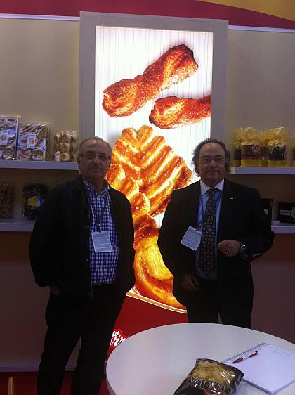 El Sr. Juan Antonio Arruabarrena, Director General de Arruabarrena, (izda) junto al Sr. José R. Ferré, Presidente de Ferré & Consulting Group (dcha), durante su visita al stand de Arruabarrena.