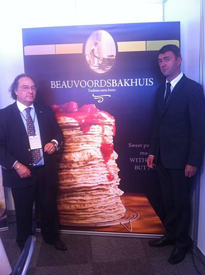 •El Sr. Laurent Meerschaert, Sales Contact de BeauvoordsBakhuis (dcha) junto al Sr. José R. Ferré, Presidente de Ferré & Consulting Group (izda) durante su visita al stand de la empresa BeauvoordsBakhuis.