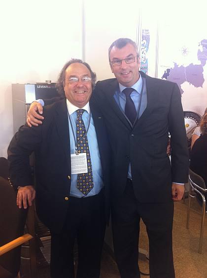 El Sr. Luc Van den Eynde, Managing Director de Pan Trade (dcha) junto al Sr. José R. Ferré, Presidente de Ferré & Consulting Group (izda), durante su encuentro en la Feria PLMA.
