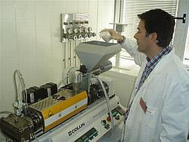 Extrusora en planta piloto de tecnologias del envase de ainia. Imagen: ainia.