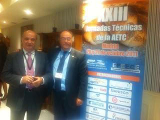 El Sr. José R. Ferré, CEO de Ferré & Consulting Group (Consulting Alliance Holding) (dcha) junto al Sr. José Mª Basanta, Secretario General de la AETC, durante su encuentro en las Jornadas Técnicas de la AETC.