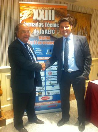 El Sr. Juan Ruiz, de I+D+I (Consulting Alliance Holding) y el Sr. José R. Ferré, CEO de Ferré & Consulting Group (Consulting Alliance Holding) (izda) durante las Jornadas Técnicas.