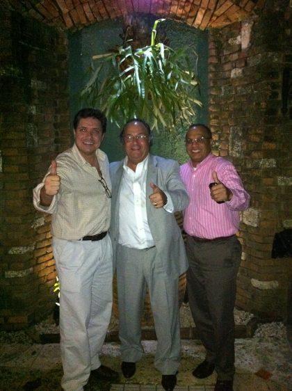 D. Guillermo Campos, Gerente General de Puratos Dominicana S.A. (izda), D. José R. Ferré, CEO de Ferré & Consulting Group (Consulting Alliance Holding) y D. Rolando Borell, Gerente General de Levapan Dominicana, S.A. (dcha) durante una cena de trabajo.