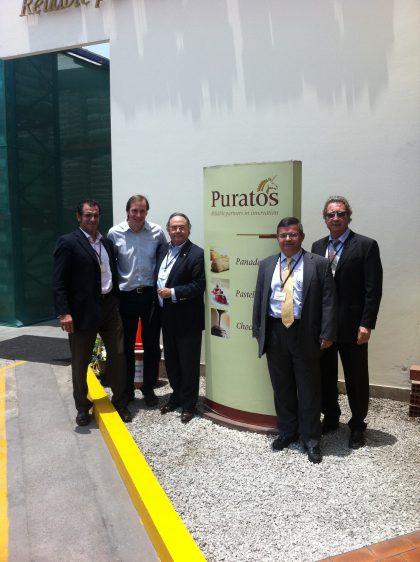 Recepción de Ferré & Consulting Group (Consulting Alliance Holding) en Puratos, Perú (Lima), con los señores (de izquierda a derecha): D. Gustavo Cruz, Partner & Managing-Director Associate Consultant de Ferré & Consulting Group (Consulting Alliance Holding) en Perú,  D. Francisco Santoro, Gerente General de Puratos Perú, S.A., D. José R. Ferré, CEO de Ferré & Consulting Group (Consulting Alliance Holding), D. Roberto Bertrán, Ingenibo (Consulting Alliance Holding) y D. Albert Punset, Partner de Ferré & Consulting Group (Consulting Alliance Holding).