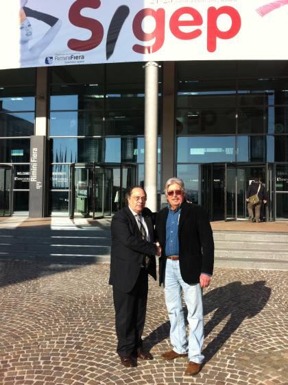 oEl Dr. Antonio Pucci, como Bakery Technologist, Asociate Consultant (dcha) junto al Sr. José R. Ferré, CEO de Ferré & Consulting Group-Consulting Alliance Holding en la entrada a SIGEP, en Rimini (Italia).