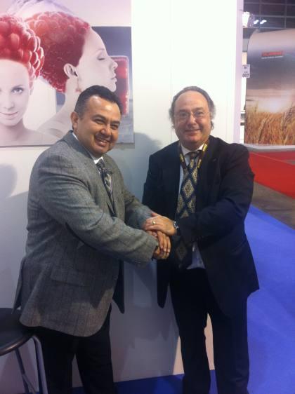 El Dr. Metin Y. Özgün , como Bakery & Pastry Technologist, Asociate Consultant (Turquía) (izqda) junto al Sr. José R. Ferré, CEO de Ferré & Consulting Group-Consulting Alliance Holding en la entrada a SIGEP, en Rimini (Italia).