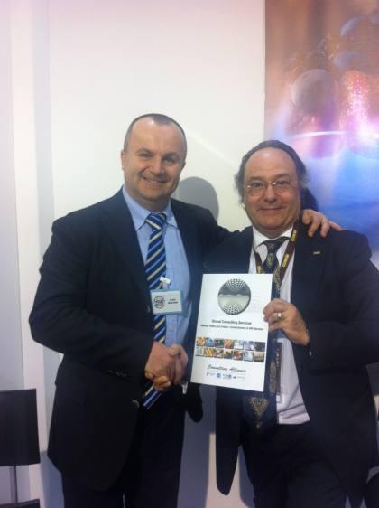 El Dr. Carlo Musolesi, de RS High Tecnology Food (Italia) (izqda) junto al Sr. José R. Ferré, CEO de Ferré & Consulting Group-Consulting Alliance Holding en la entrada a SIGEP, en Rimini (Italia).