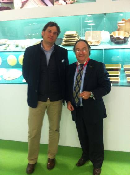 D. José R. Ferré, CEO de Ferré & Consulting Group (Consulting Alliance Holding) (dcha) durante su encuentro con D. Lluís Riba, Responsable Ejecutivo de Novacart (Cart Service), en el stand de la compañía (ProSweets – ISM