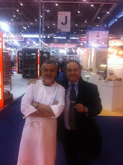 D. José R. Ferré, CEO de Ferré & Consulting Group (Consulting Alliance Holding) (dcha) junto a D. Paco Torreblanca, Maestro Profesor de Pastelería y Confitería (izda).