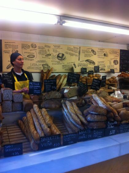 -Distintas variedades de pan que se pueden encontrar en Panadería Baluard, ubicada en La Barceloneta (Barcelona).