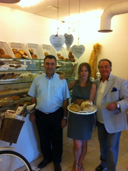 D. Julio Ramírez,Director Técnico-Comercial de Ferré & Consulting Group , Sra. Carmen Baudin gerente de [harina] y D. José R. Ferré Fort, CEO de Ferré & Consulting Group.