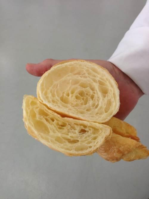 Diferentes croissants enfriados con vacuum cooling (arriba) y enfriamento convencional.