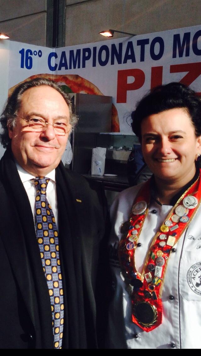 Sr. José R. Ferré Presidente de Ferré & Consulting Group con Sra. Julia Drâgut