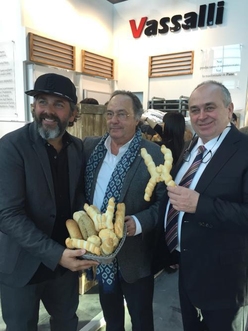 "Sr. Raffaele Vassalli CEO VASSALLI - ITALY, Dr. Ferré de Holding Group ""FERRÉ & CONSULTING EUROPA & USA"" y Sr. Olivio Vassalli - PRESIDENTE VASSALI"