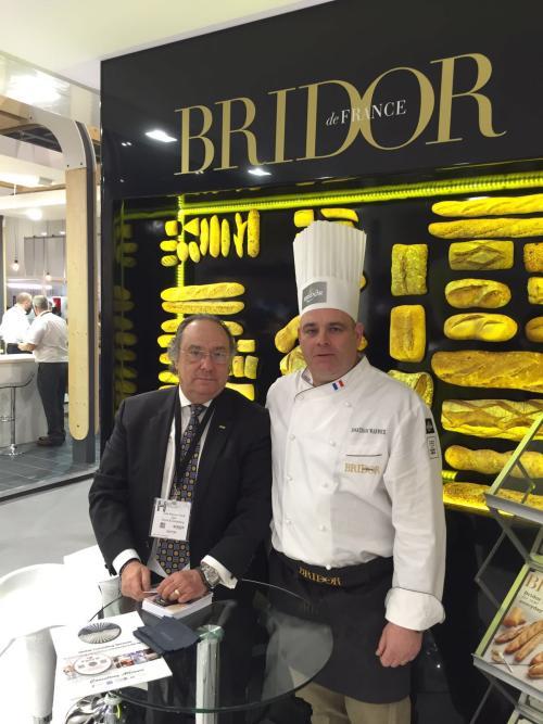 De izquierda a derecha, Dr. Ing. José Ramón Ferré del Holding Group FERRÉ CONSULTING & ASSOCIATES USA/EUROPE junto al Sr. Jonathan Warwick, técnico de Bridor.