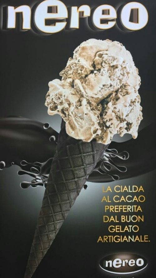 Conos de helado de chocolate