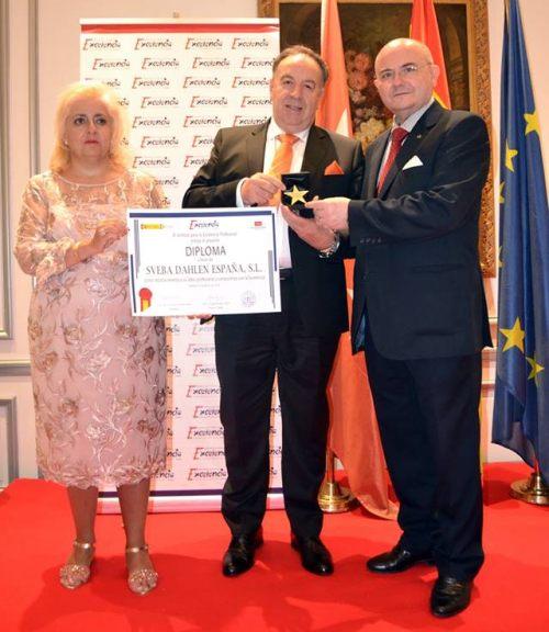 Sr. Luis Montes (Director General De Sveba- Dahlen España- Latinoamérica) recibiendo el premio