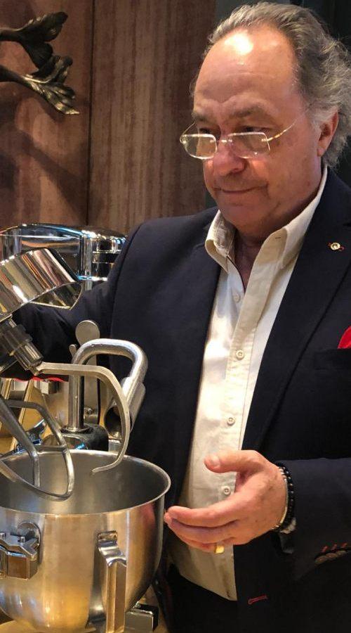 D. José R. Ferré - CEO de FERRÉ CONSULTING Holding Group  con la nueva tecnología en heladería por nitrógeno, en  la feria de Tuttofood Milan 2019
